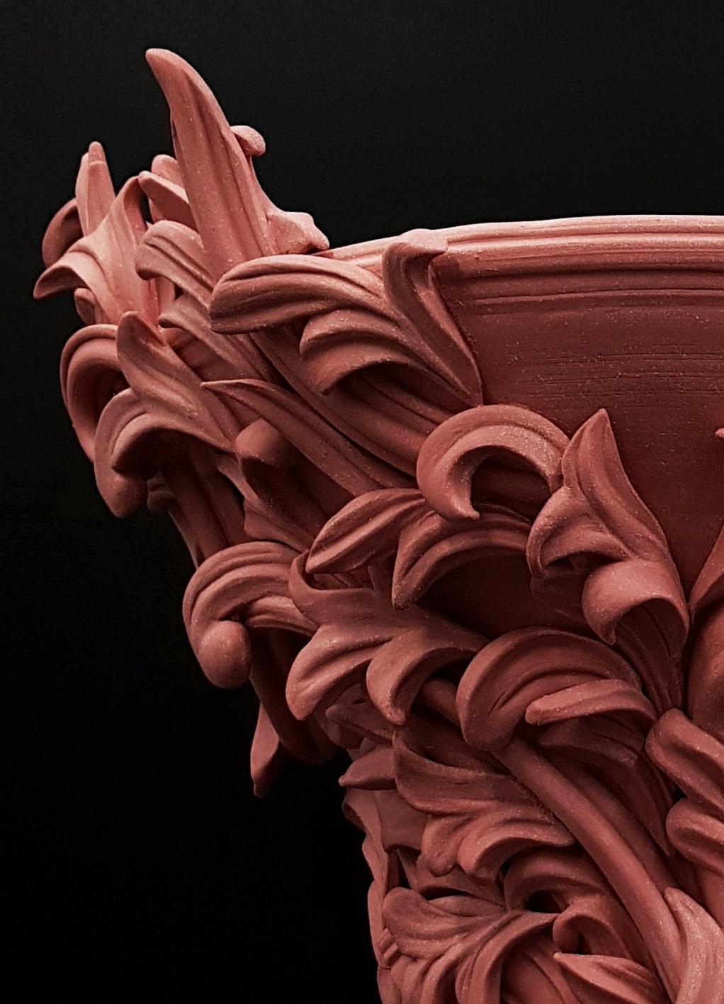Vari Capitelli V clay vase art sculpture in pink detail