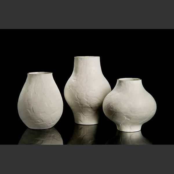 ceramic centrepiece vessel sculpture with narrow top and bottom and wide midrange