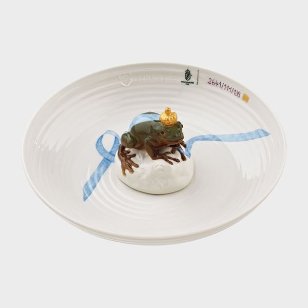 white porcelain art sculpture of bowl with miniature frog sat on top of item in the centre