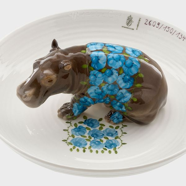 porcelain decorative art bowl with model of hippo sat in centre