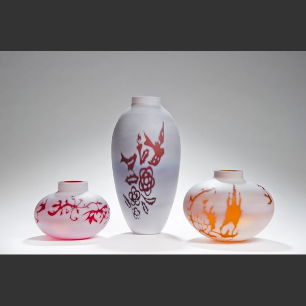 short cameo glass vase sculture in marble white with orange motif